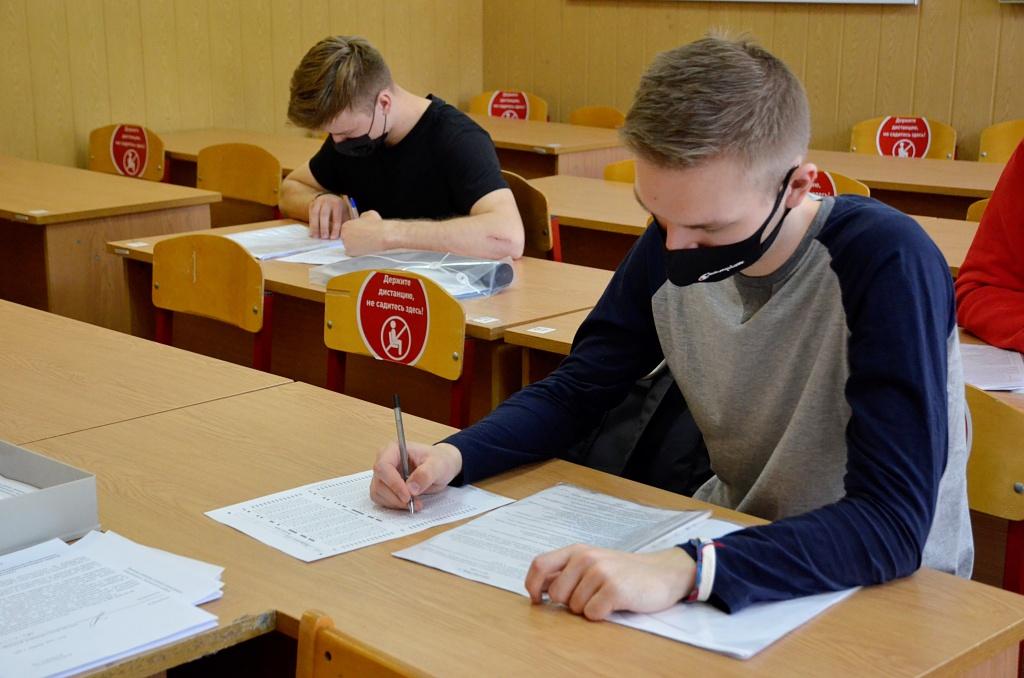 ЕГЭ по русскому языку сдадут почти 76 тысяч школьников